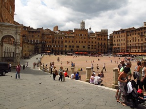 Piazza del Campo before the lunchtime crowd descended