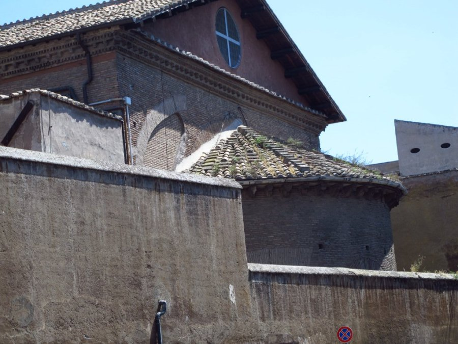 Building features Trastavere, Rome