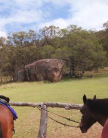 Granite boulders at the rest stop on the horse ride Cherrabah Homestead Resort
