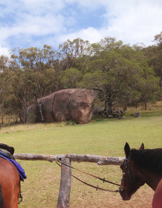 Granite boulders at the rest stop on the horse ride Cherrabah Homestead Resort