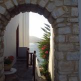 Peeking though the arch - Paros