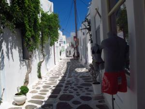 More laneway goodness in Naoussa, Paros