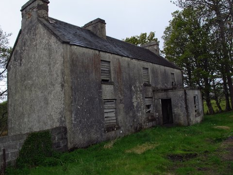 Yay, a deserted house I can explore