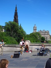Buskers outside Edinburgh Art Gallery