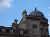 There's a crown on top of the Victoria Art Gallery building!