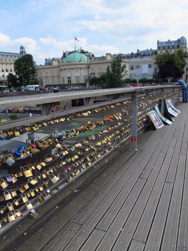 Lovers locks on Pont des Arts, Paris