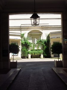Courtyard of LSI Paris building