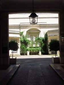 Courtyard of LSI Paris building