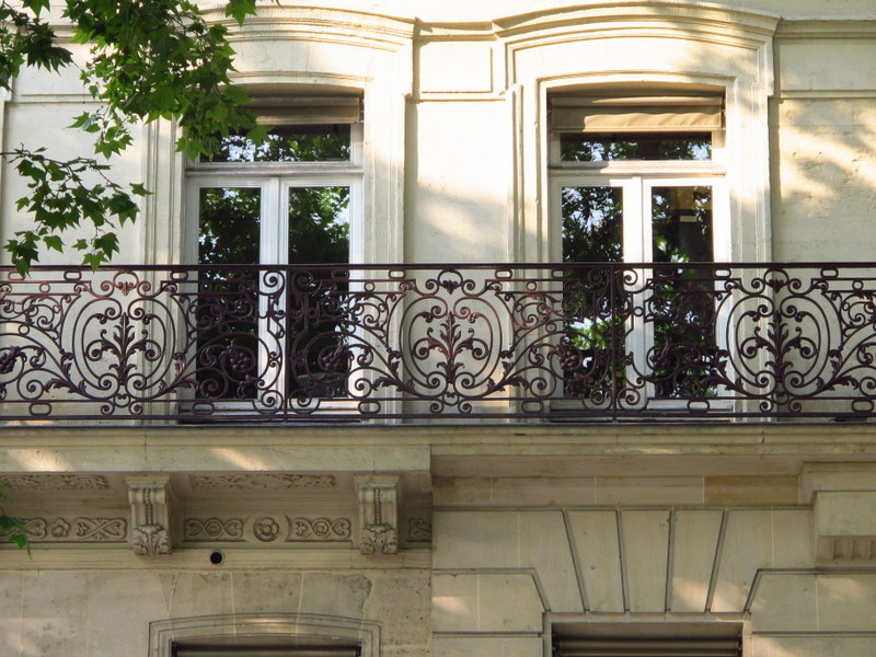 balustrade in paris