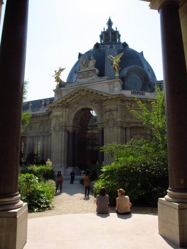 courtyard at the petit palais paris