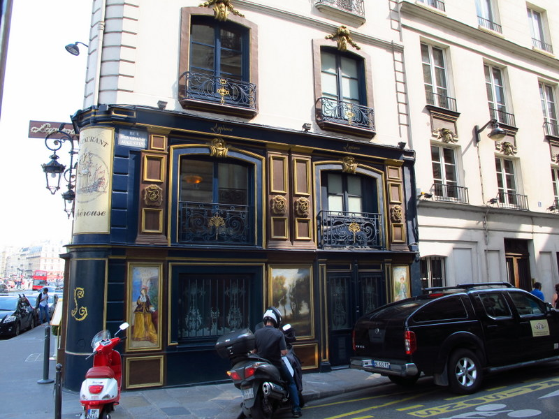 gorgeous buildings everywhere in paris