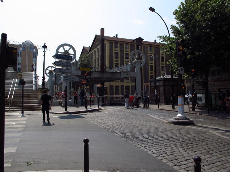 Hydraulic bridge at Rue de Crimee