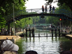 Gliding along the canals of Paris