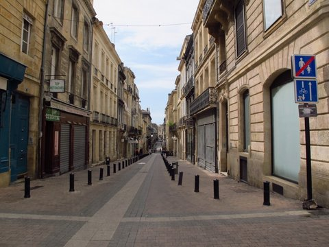 Early morning Bordeaux, not a town of early risers!